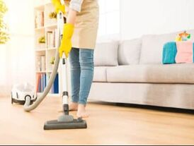 lady cleaning the hard floor professionally